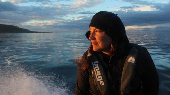 La experta en delfines Gemma McGrath